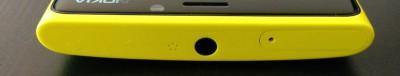 Die Oberseite mit microSIM und Kopfhöreranschluss