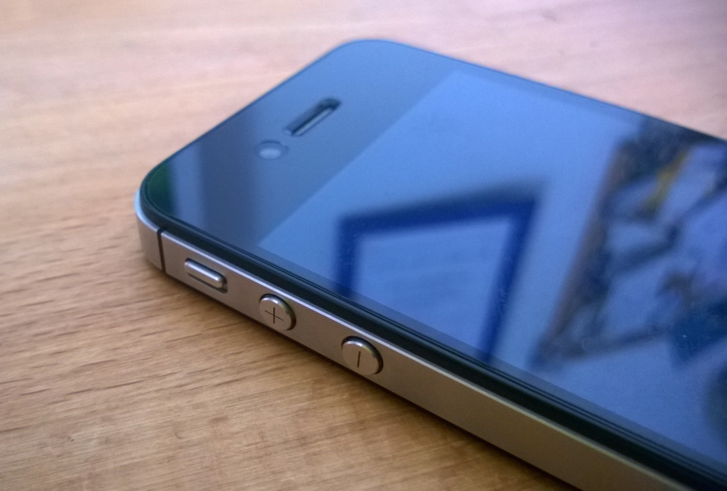 iPhone4SHeader2