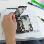 iPhone SE Mod: Silbernes Gehäuse und schwarze Front